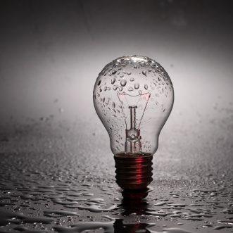Piața energiei electrice e aproape liberă, însă nu prea ai de unde alege…